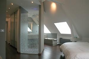Salle de bain dans une chambre avec comble • Schillot - Votre ...